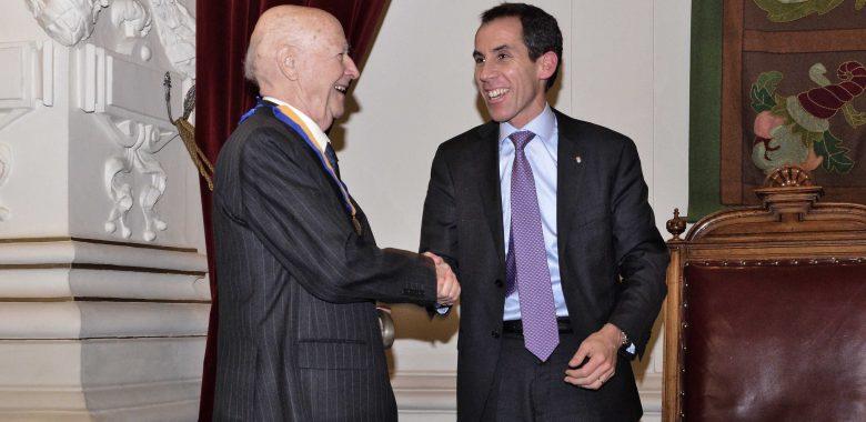 Tras años de trayectoria: Jorge Edwards es nombrado hijo ilustre de Santiago