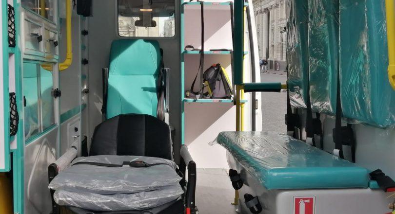 Municipalidad de Santiago recibe donación de ambulancia para su red de salud